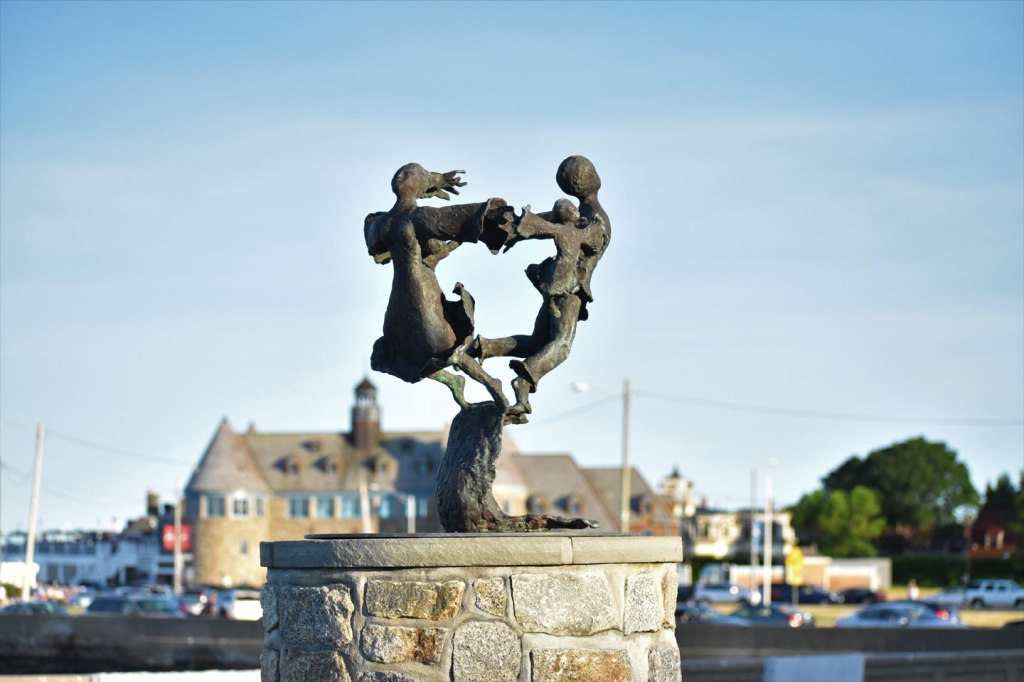 Image of Dancing on the Waves Sculpture in Narragansett